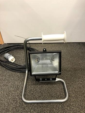 Halogeenarmatuur 42V 300watt op vloerstatief met 10 meter kabel
